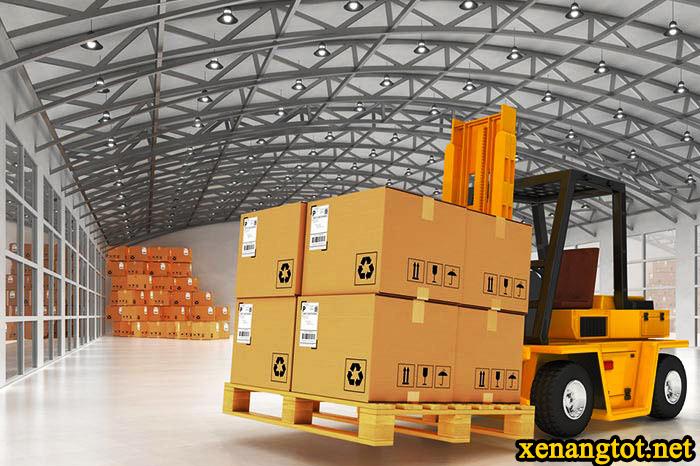 su-dung-xe-nang-chui-container-trong-logistics