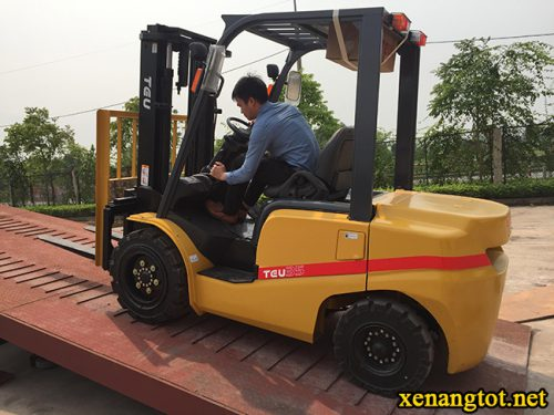 hoc-day-lai-xe-nang-tai-Thanh-Hoa