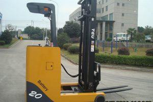 Xe nâng điện đứng lái 2 tấn giá rẻ – Bảo hành dài hạn